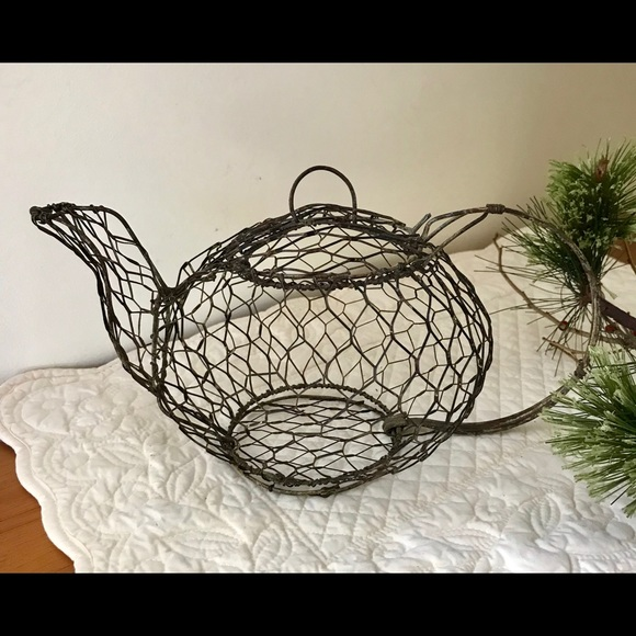 VINTAGE CHICKEN WIRE TEA POT WITH ATTACHED LID